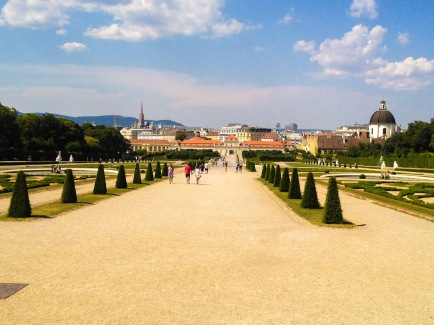 Garden is connecting Upper and Lower Palace